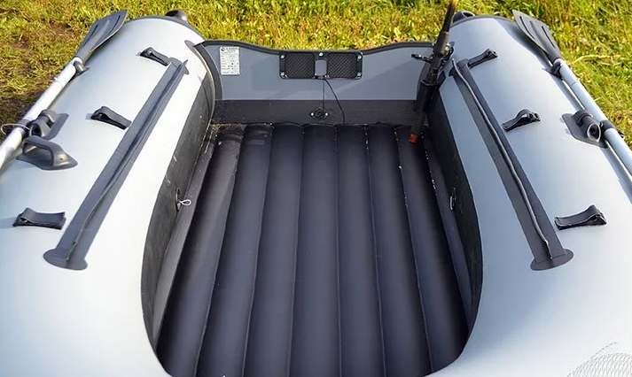 Особенности лодки ПВХ с жестким надувным дном под мотор